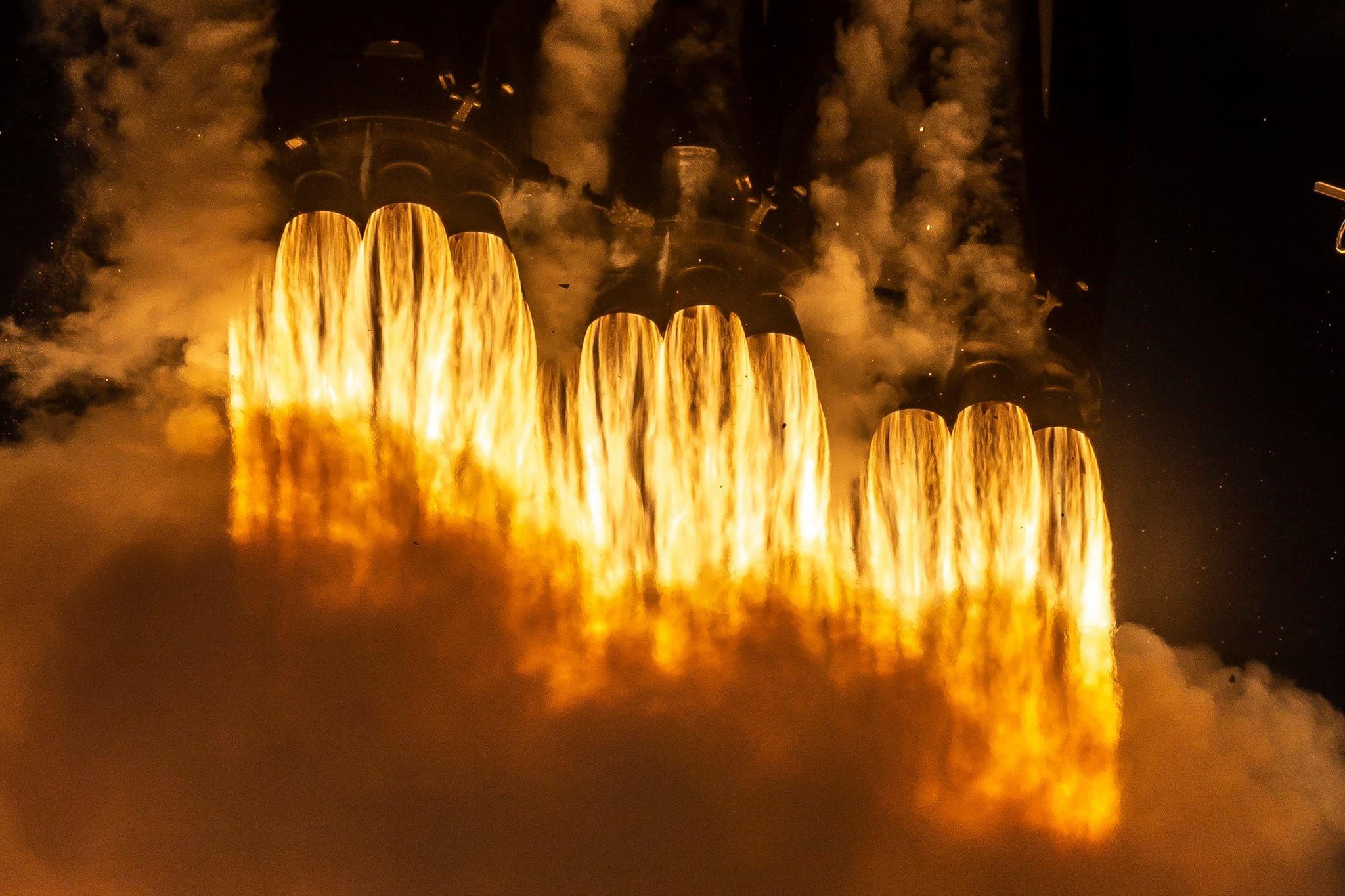 Départ d'une fusée SpaceX de Elon Musk